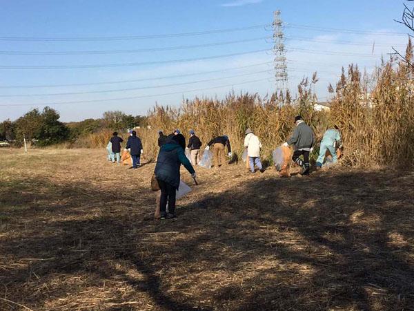 元荒川河川敷の清掃作業