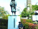 玄奘三蔵の塔と像