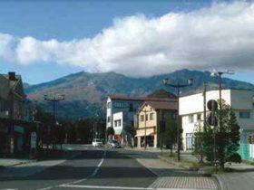 日光駅前から見る女峰山と赤薙山