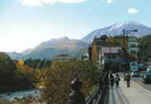 男体山と大谷川