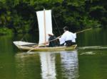 静かなすずみ湖と帆掛け舟