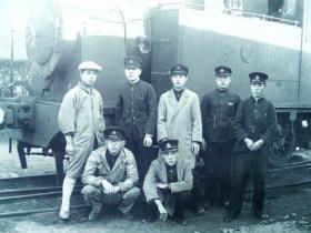 蒸気機関車と社員の人々