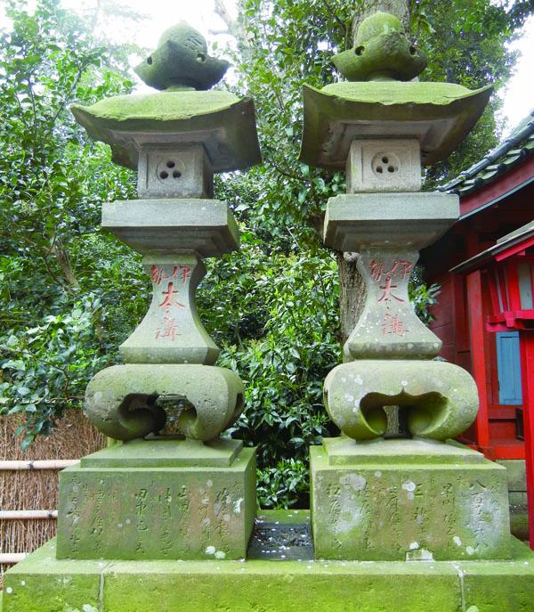 宮町久伊豆神社の常夜灯
